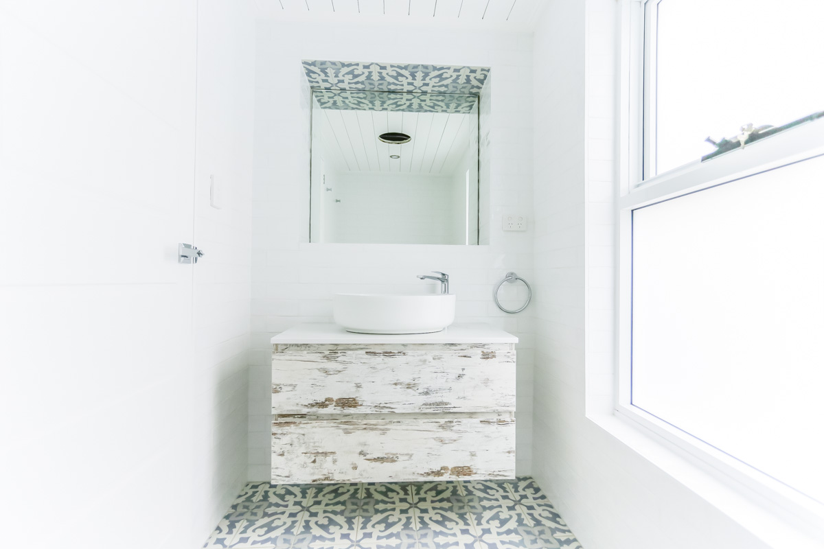 Beach Style Ensuite Bathroom Bathroom Renovation