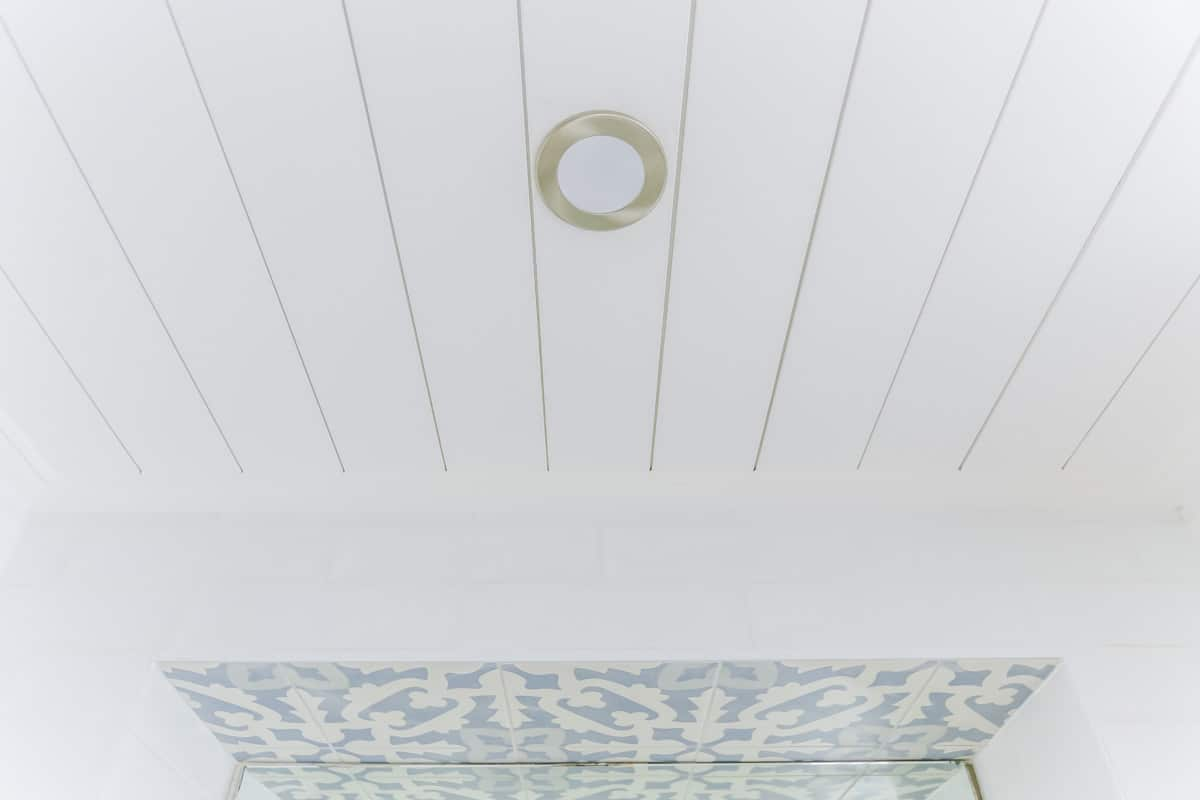 Ensuite-Bathroom-Renovation-in-Sylvania-Sydney-with-beach-style-timber-slat-ceiling