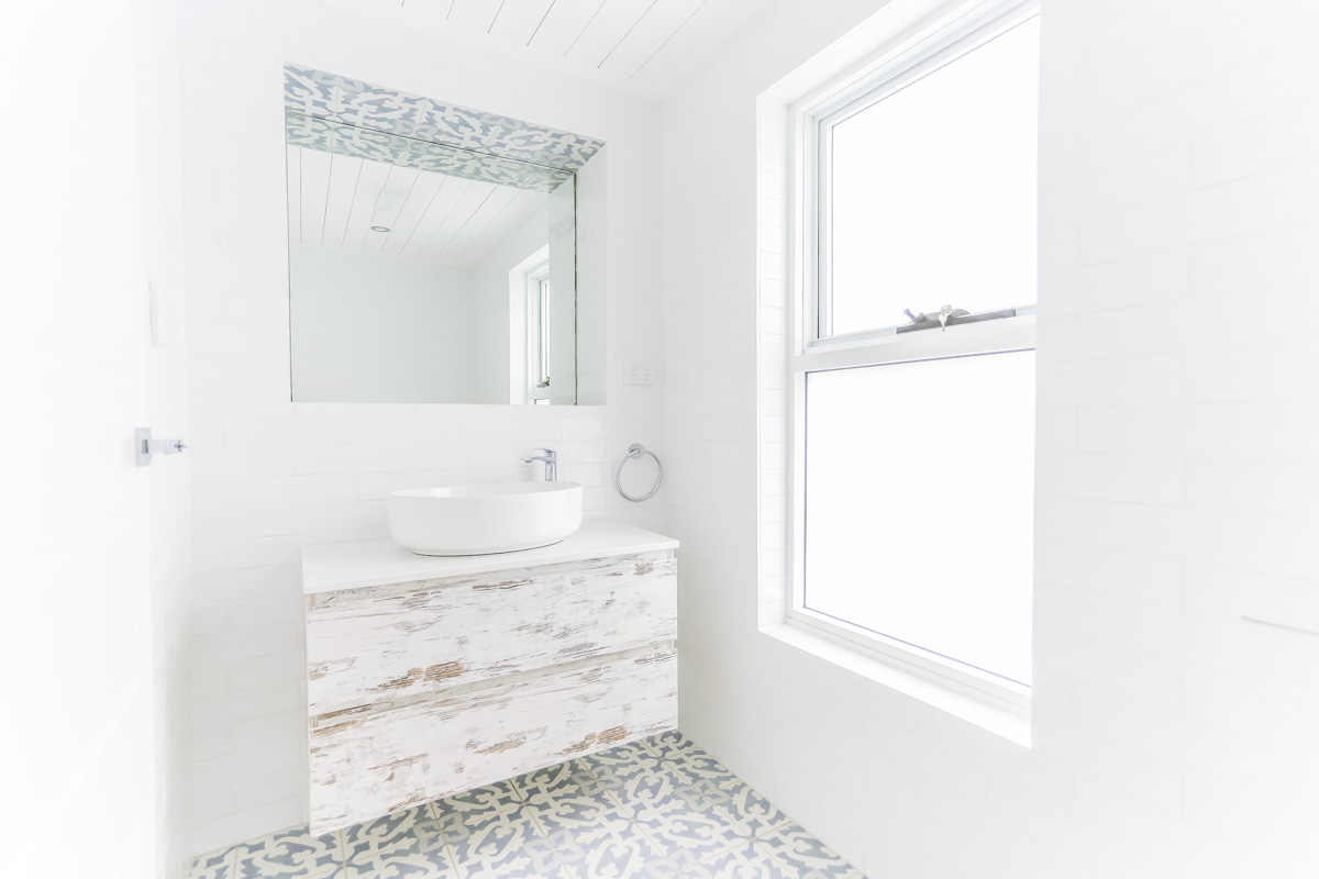 Ensuite-Bathroom-Renovation-in-Sylvania-Sydney-with-beach-style-with-large-window