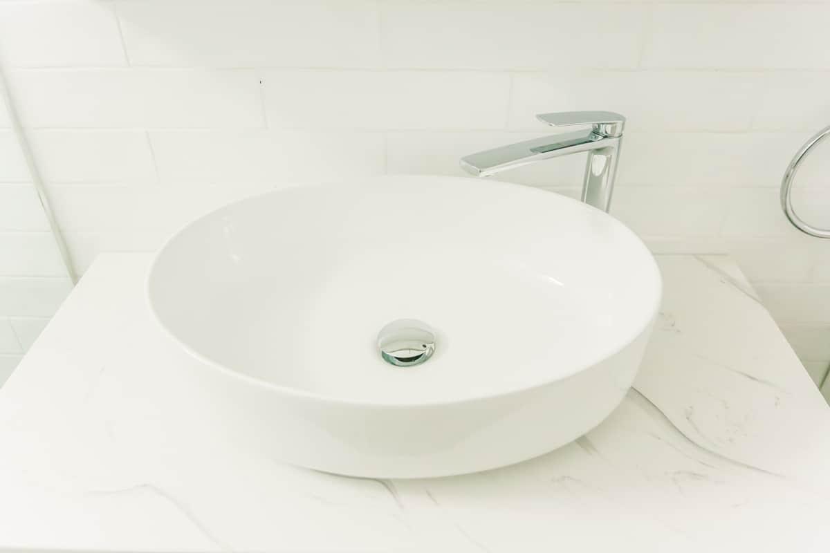 Small-Bathroom-Renovation-in-Sylvania-Sydney-with-beach-style-round-sink