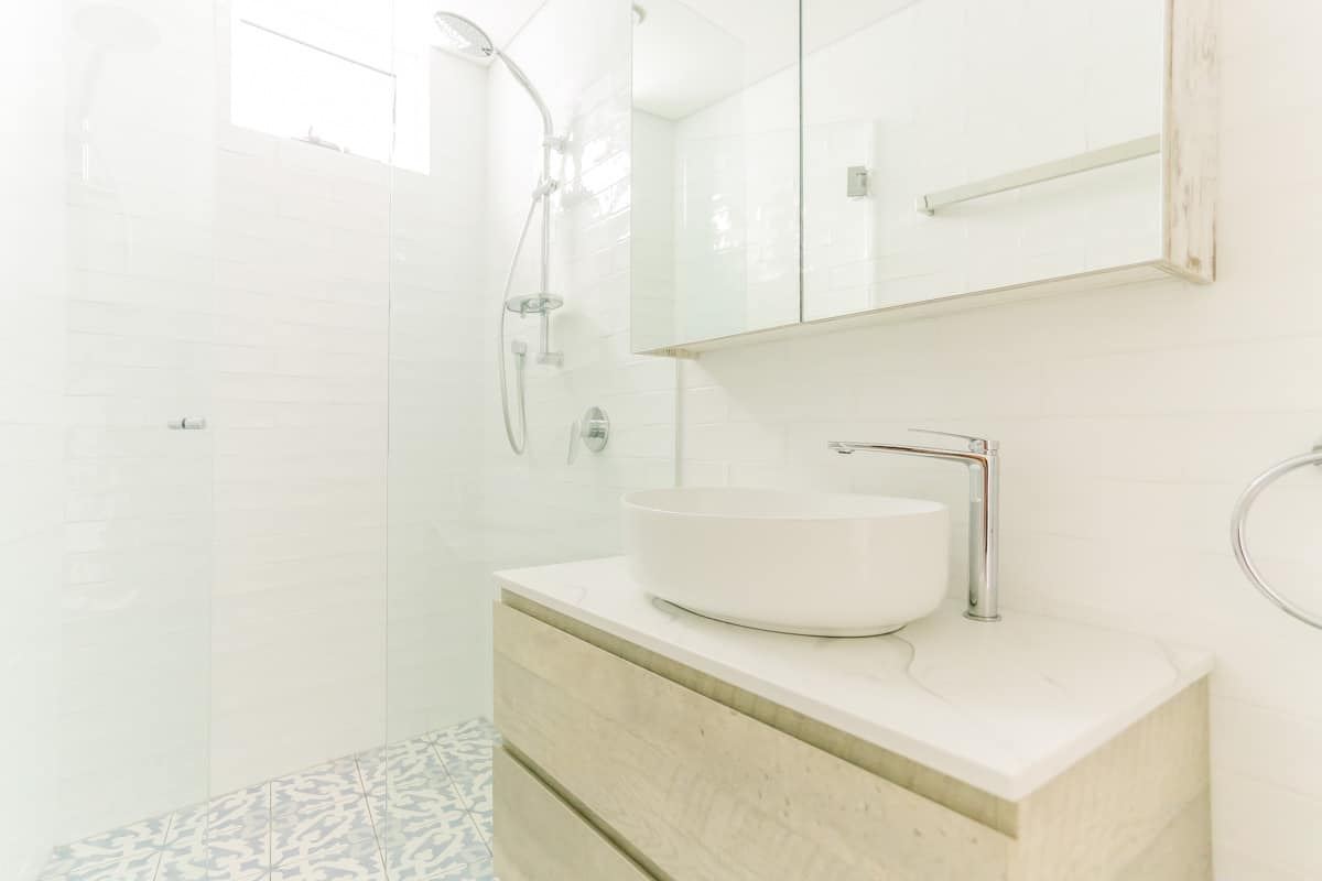 Coastal Beach Style Small-Bathroom-Renovation-in-Sylvania-Sydney-with-timber-vanity