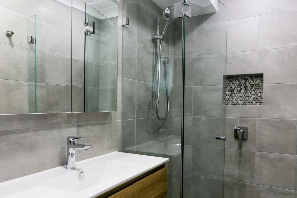 Small-bathroom-renovation-in-Sydney-with-walk-in-shower-with-wall-niche-Glacier-Ensuite-Twin-900-wall-hung-ceramic-top-395mm-centre-bowl-right-hand-drawers-Prime-Oak-cabinet-Oak-finish-fingerpull