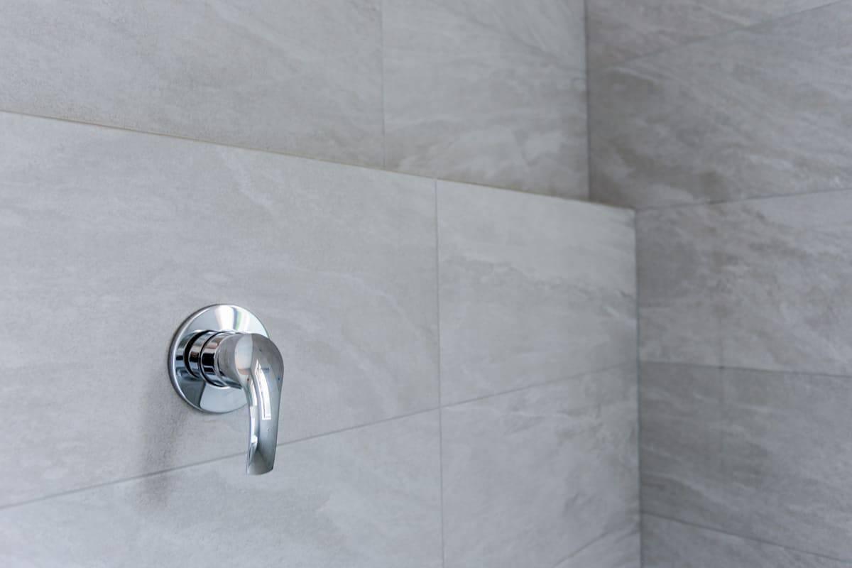 Bathroom-Renovation-Sydney-with-a-full-length-wall-niche