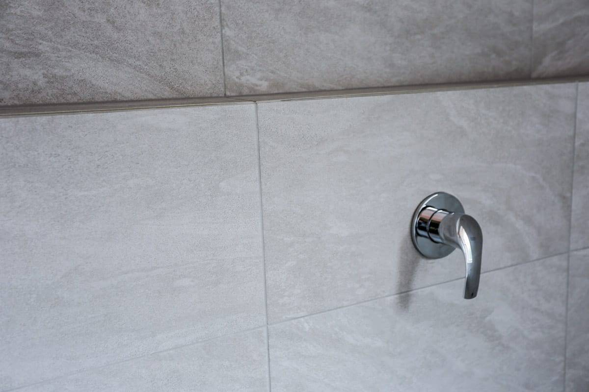 Bathroom-Renovation-Sydney-with-wall-tiles