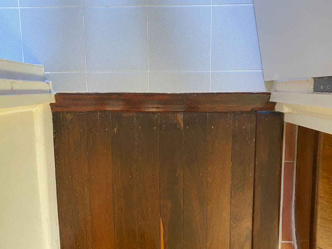 What-does-poor-quality-bathroom-renovation-look-like-no-water-stop-angle-at-the-door