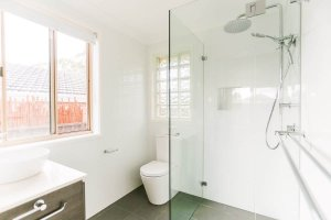 Sydney-Ensuite-Small-Bathroom-Renovation-wih-HCT610D-RIMLESS-TOILET-SUITE