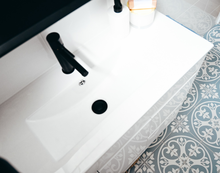 Color-Tile-bathroom-floor-tile-in-a-small-bathroom-renovated-by-Nu-Trend-renovation-company-in-Sydney