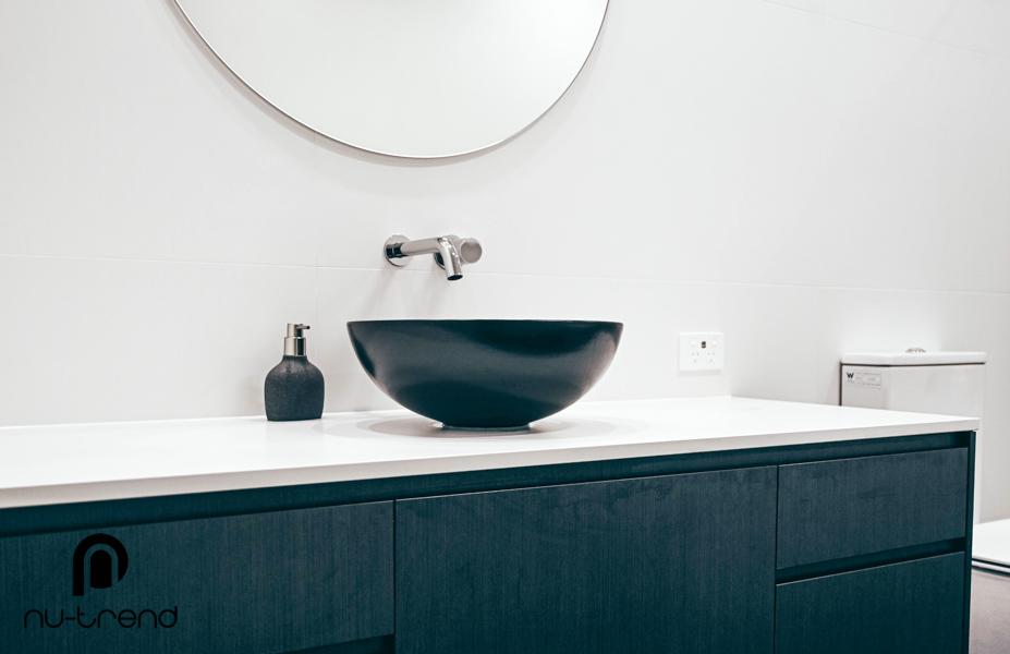 Master bathroom renovation upstairs shower and bath by Nu Trend in Greenhills Beach Sydney Stone Italiana Cartapietra Superwhite Grain – Mm Thickness